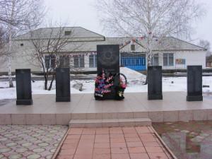 Верхняя Чернавка, памятник воинам